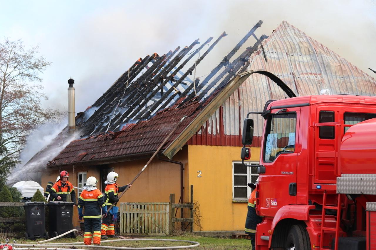 Kraftig bygningsbrand i Tappernøje