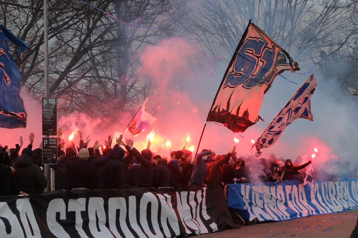 Fck fans demonstrerer ved Parken