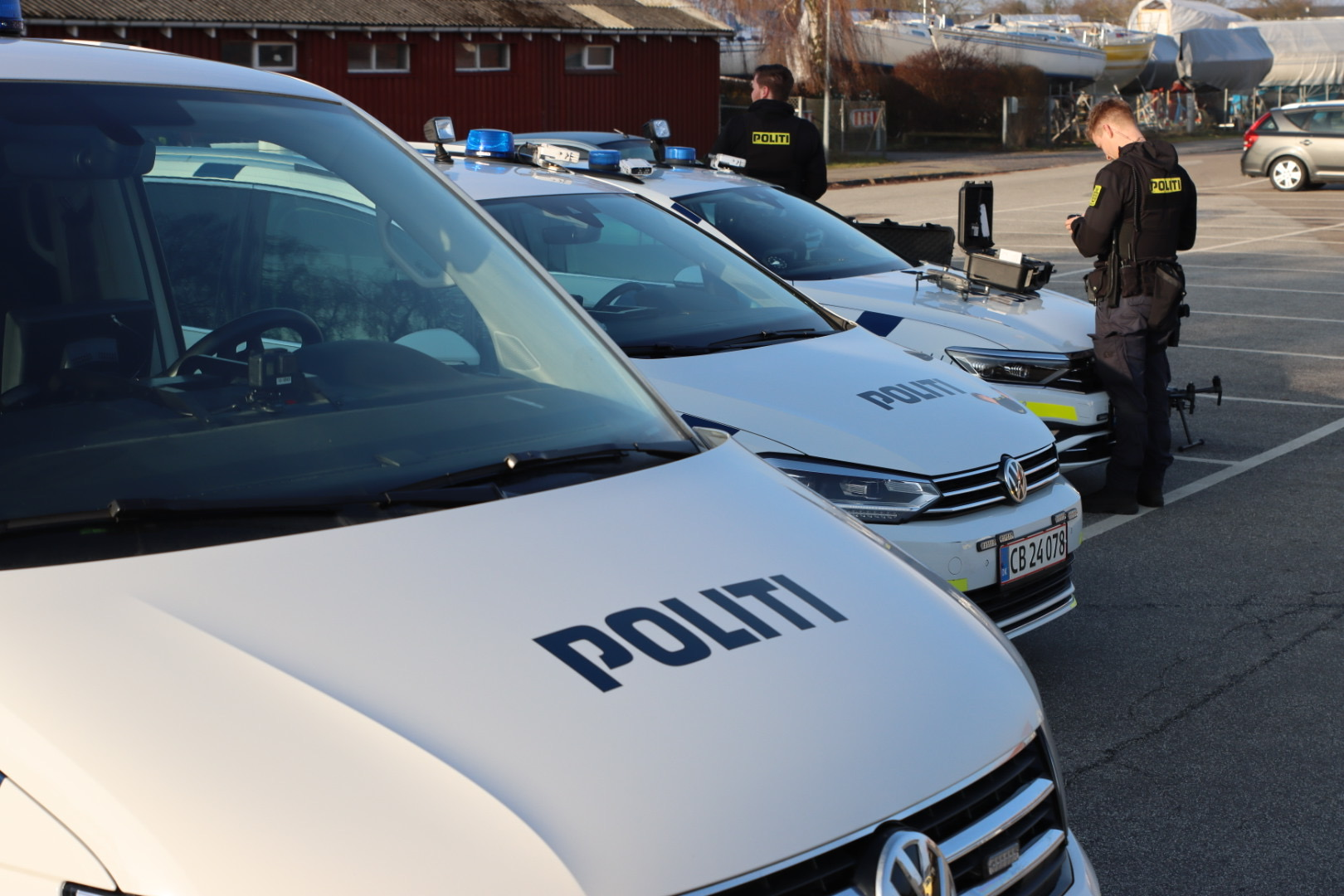 Politiet søger med drone og helikopter ved Hvidovre havn