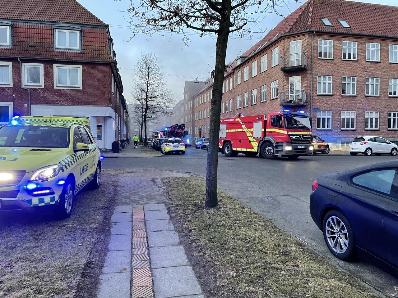 Ild i lejlighed i Esbjerg - en til hospitalet