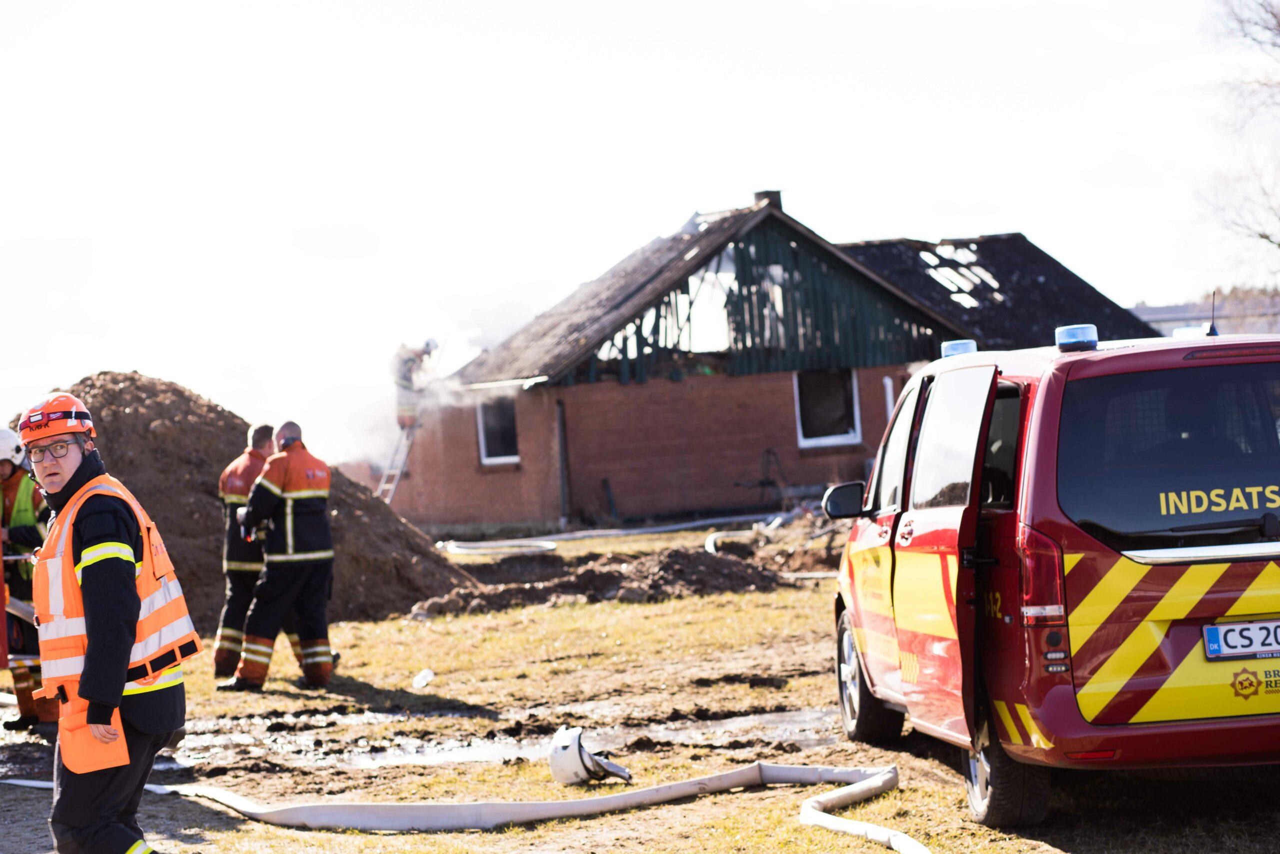 Kraftig bygningsbrand i Holstebro