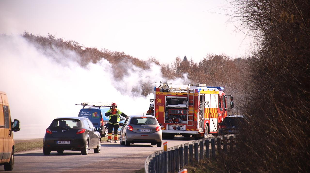 Bilbrand på Sydmotorvejen - bil brød i brand under kørsel
