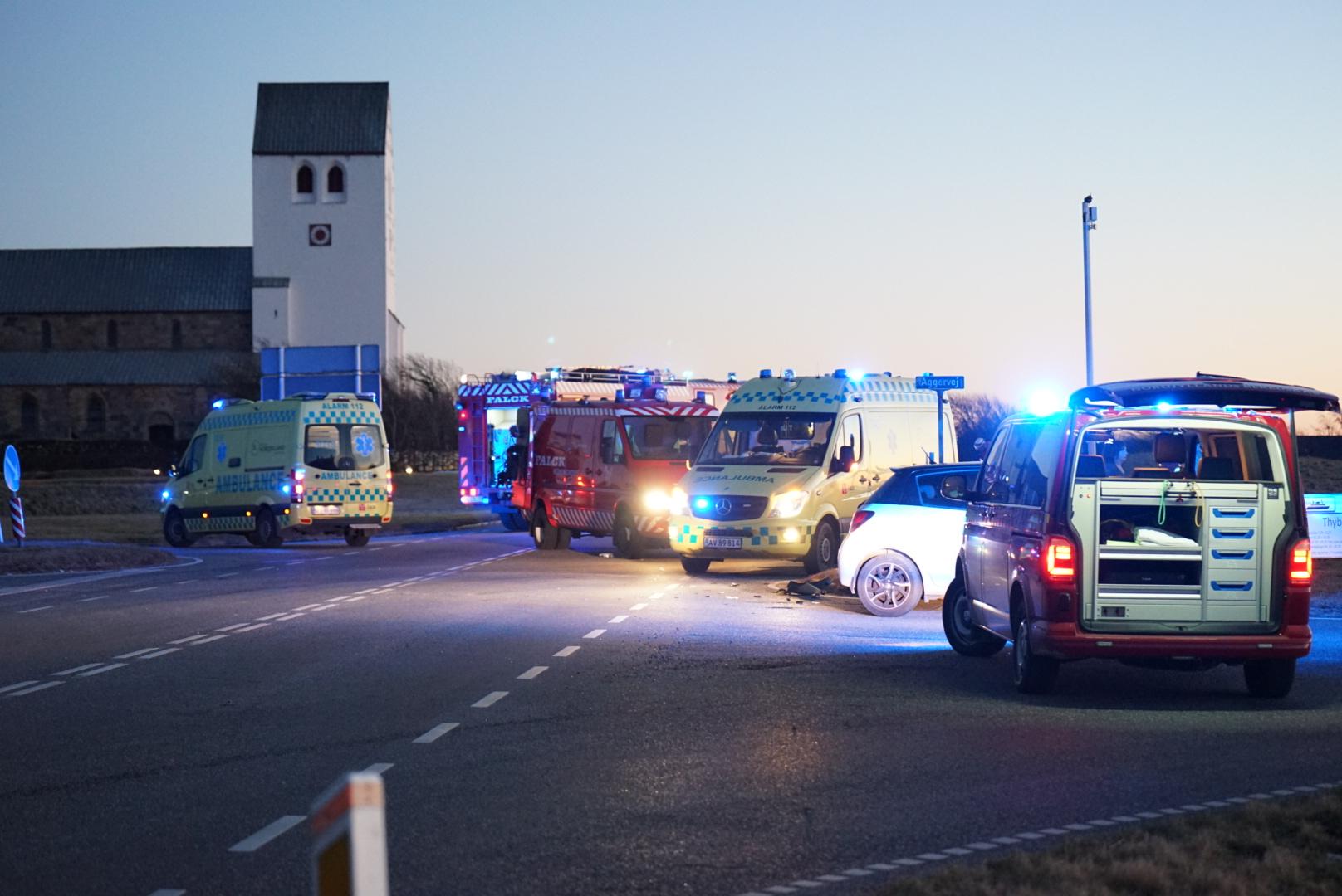 Voldsom ulykke mellem to biler - helikopter ankommet