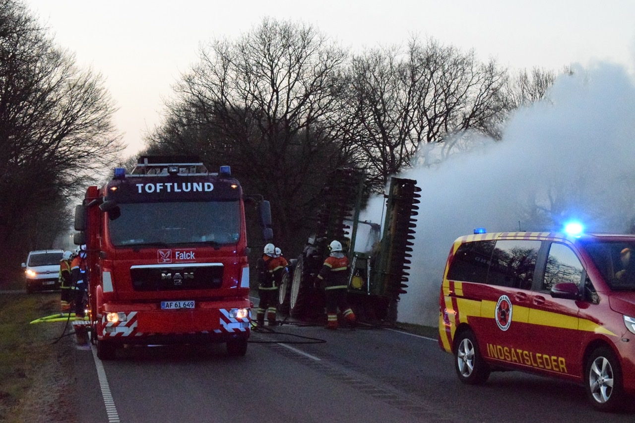 Ild i traktor i Bevtoft tirsdag aften