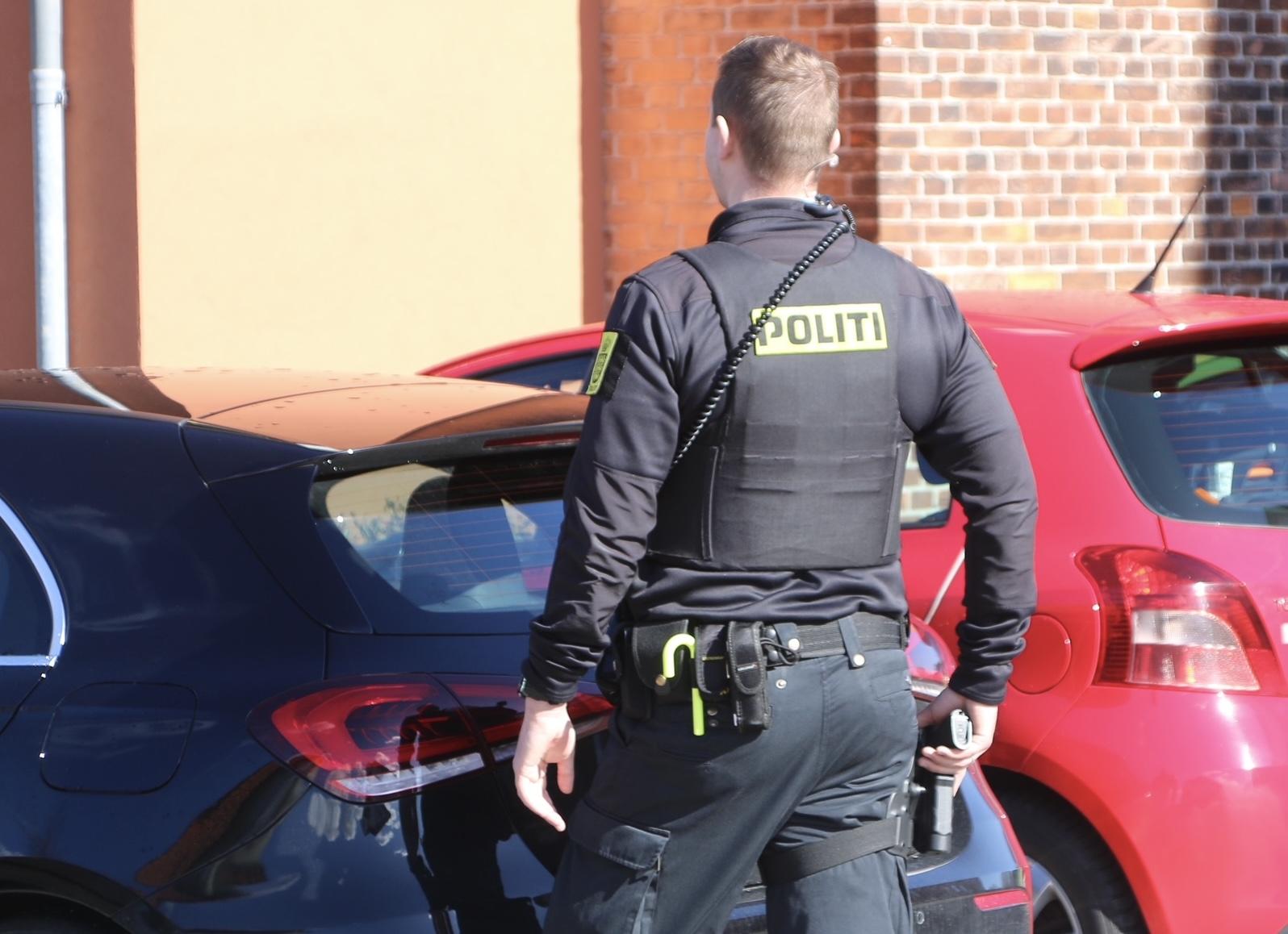 Stor politiaktion i Hvidovre - politi med trukne pistoler