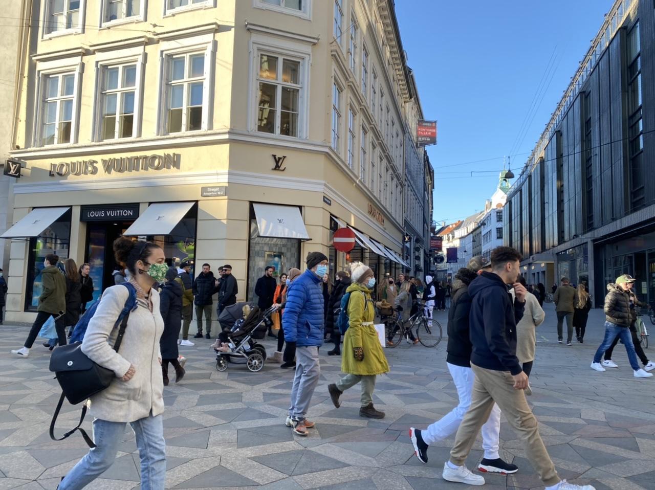 Mange mennesker på Strøget i København
