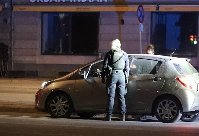 Flere patruljer standser køretøj i København