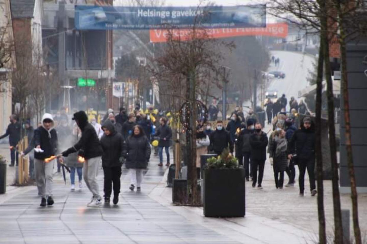 Borgere demonstrerer mod bandevold i Helsinge
