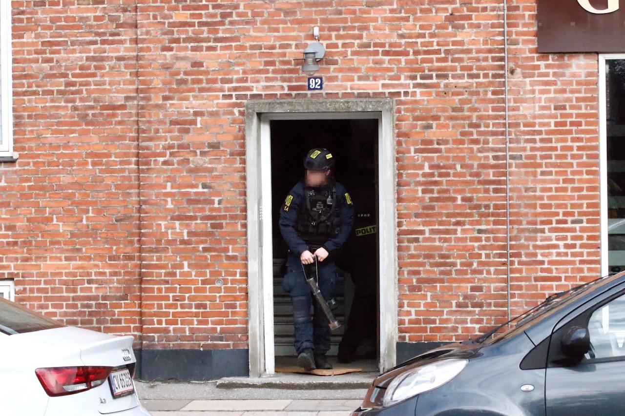 Politiaktion i Vanløse - indtrængning igang