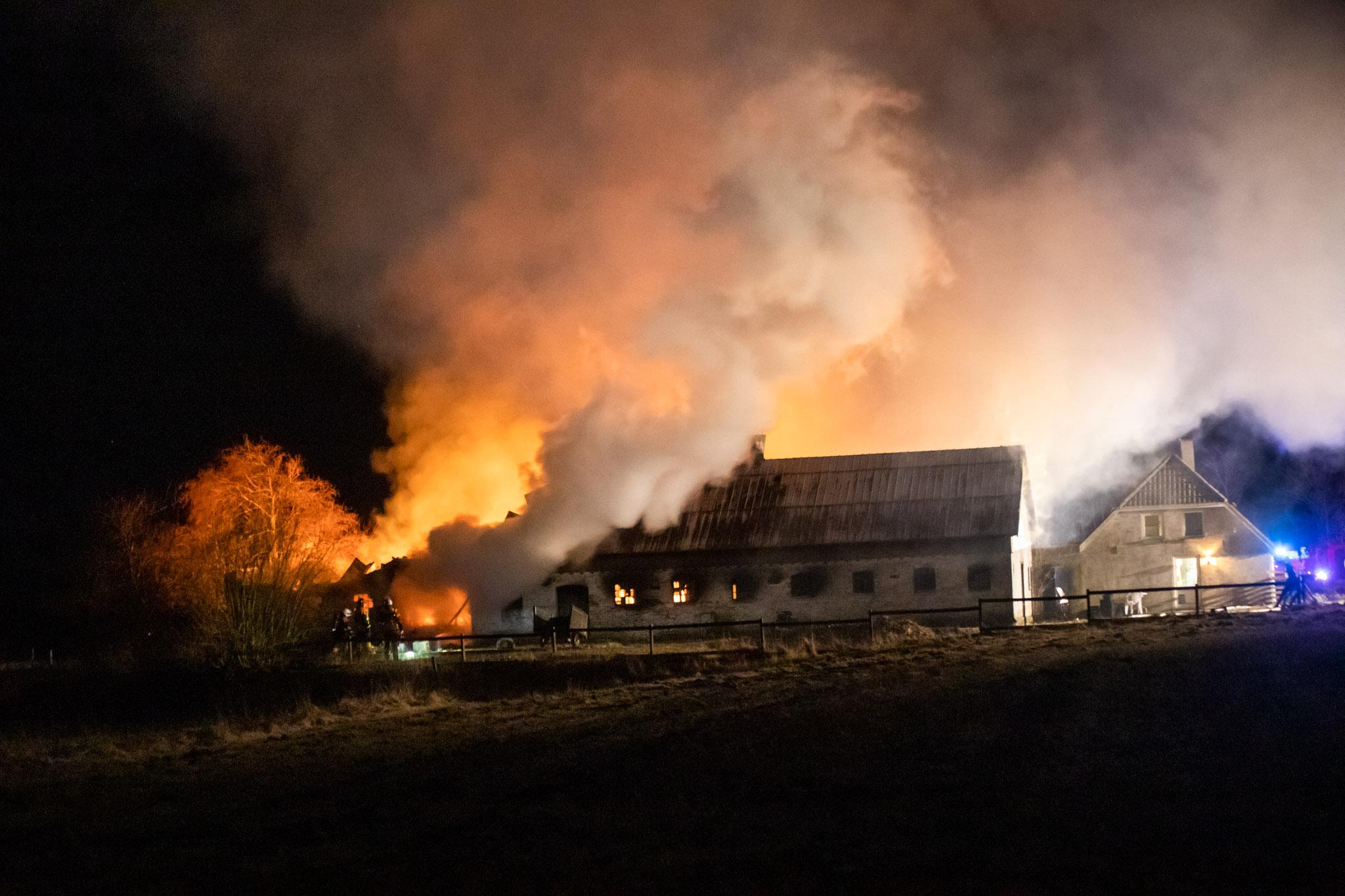 Voldsom gårdbrand i Bindslev