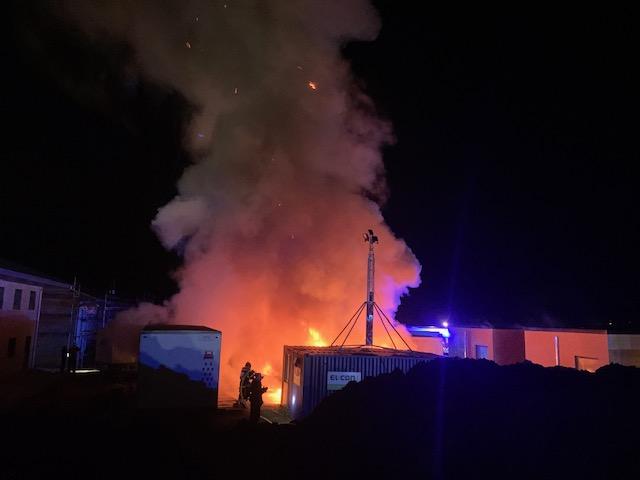 Voldsom brand i container i Helsingør