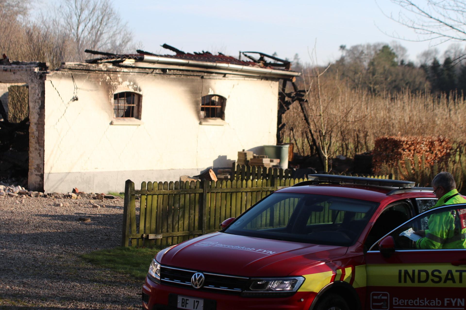 Efterslukning af gårdbrand i Assens