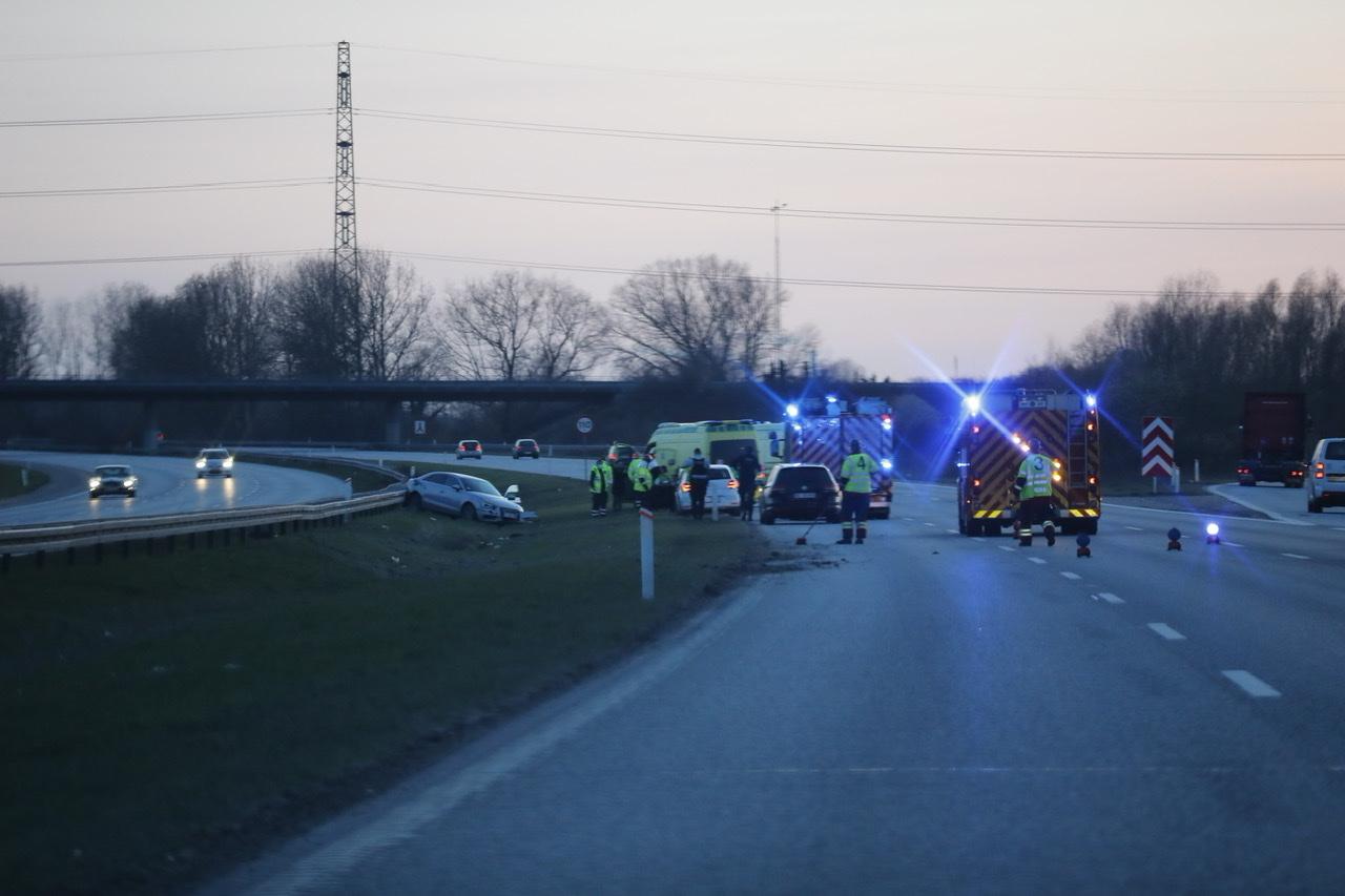 Uheld med flere biler på Holbækmotorvejen torsdag aften