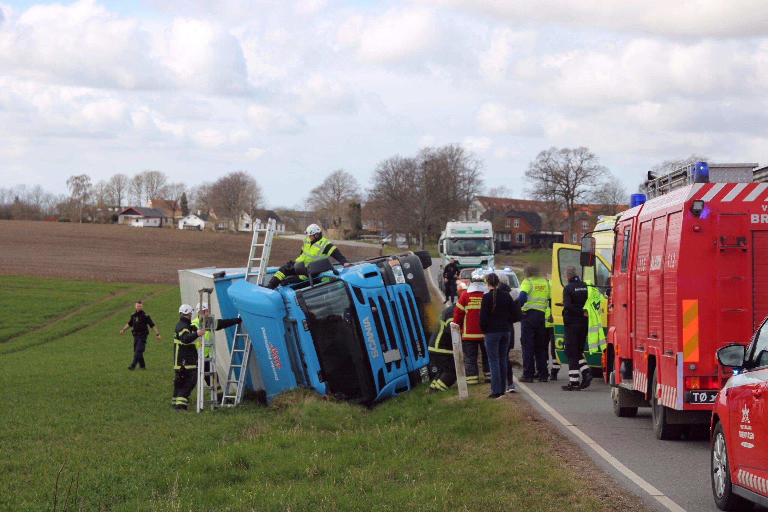 En fastklemt i lastbilulykke i Tølløse