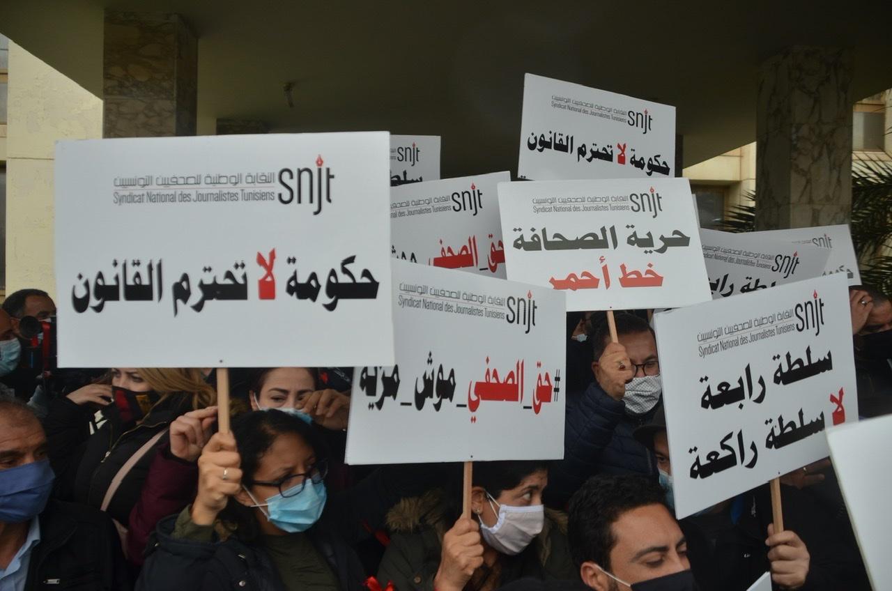 Tunesiske journalister demonstrerer
