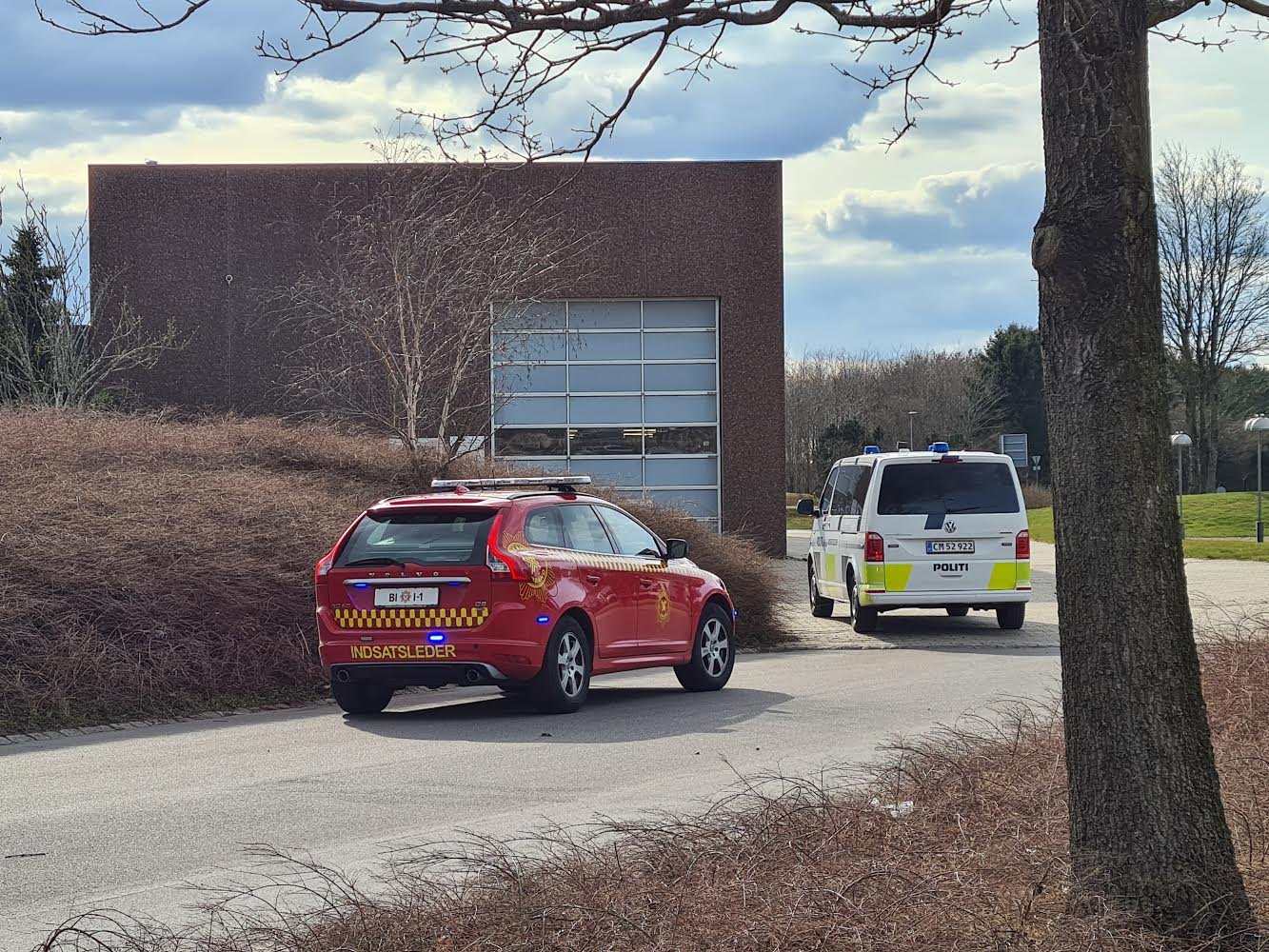 Brand i virksomhed i Billund - Brand og redning er på stedet
