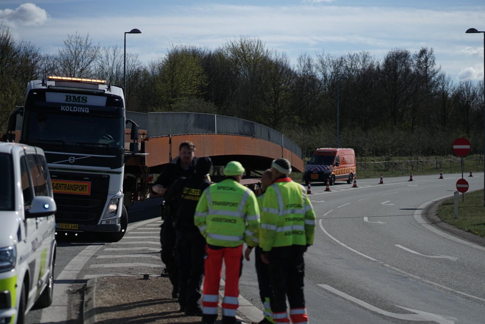 Særtransport kørt forkert og blokerer trafikken ved Rødovre