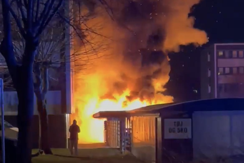 Voldsom brand på Amager natten til søndag