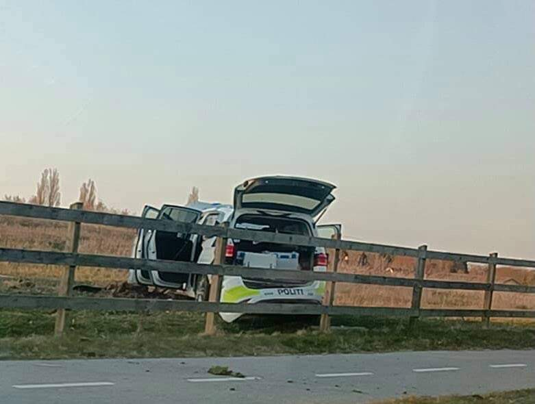 Politibil kørt galt i Mårum