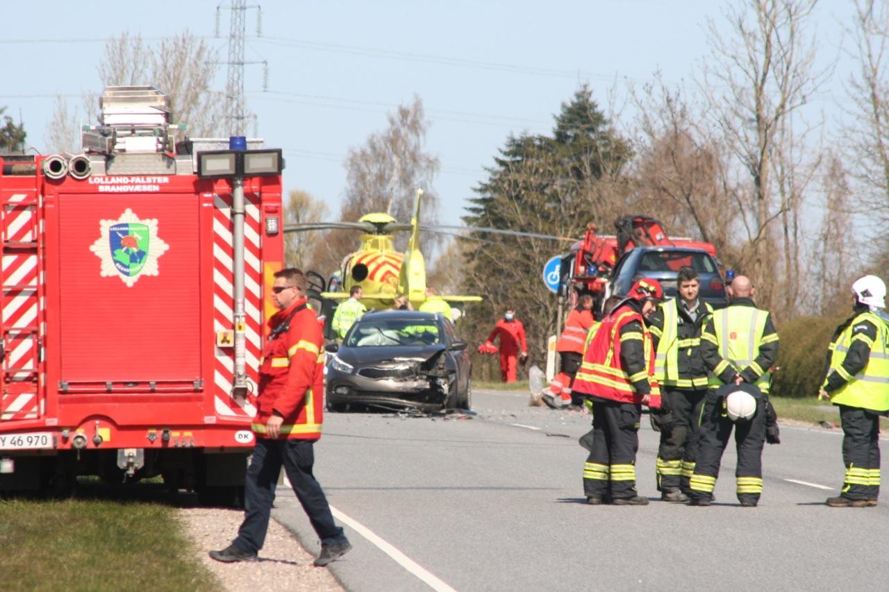 Autotransport i ulykke med fire biler nær Nykøbing F