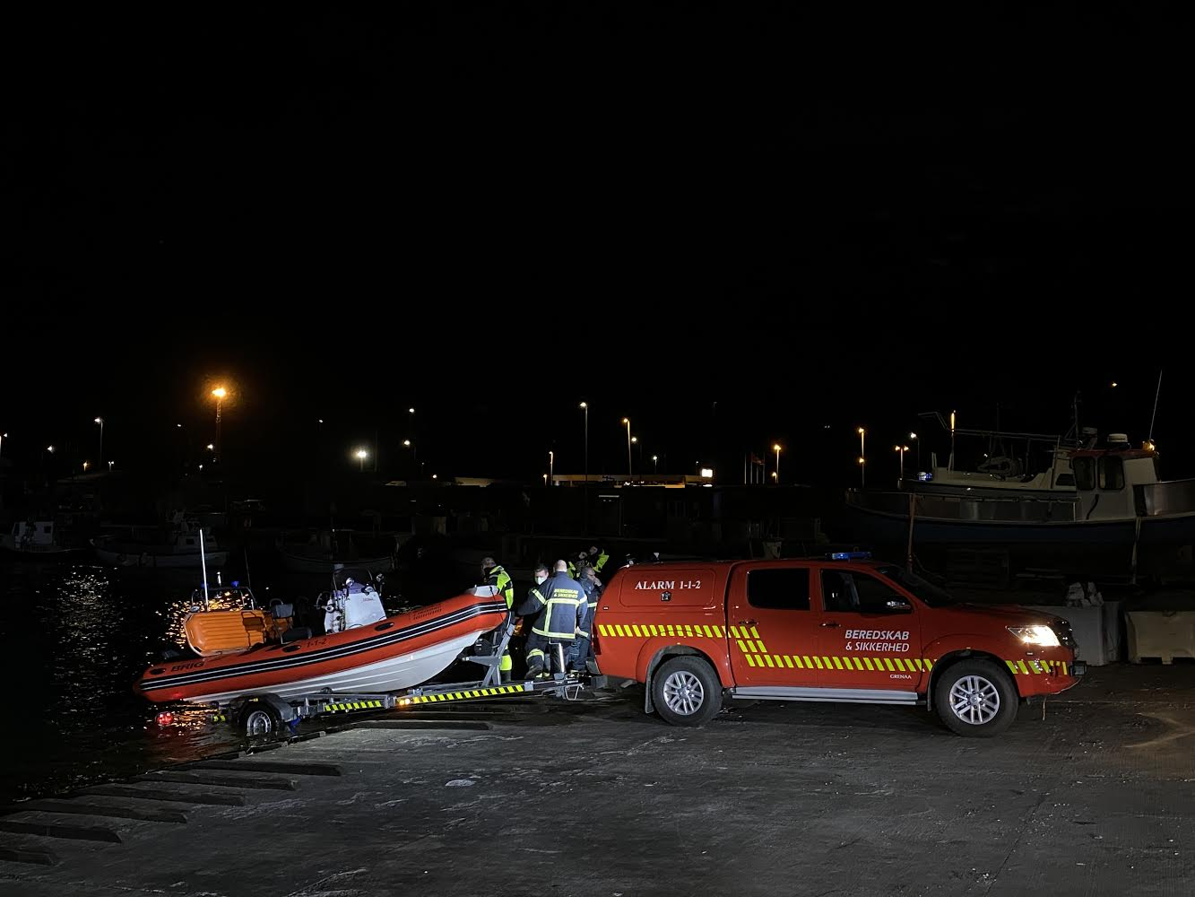 Mulig drukneulykke i Grenå - Båd reddet i land