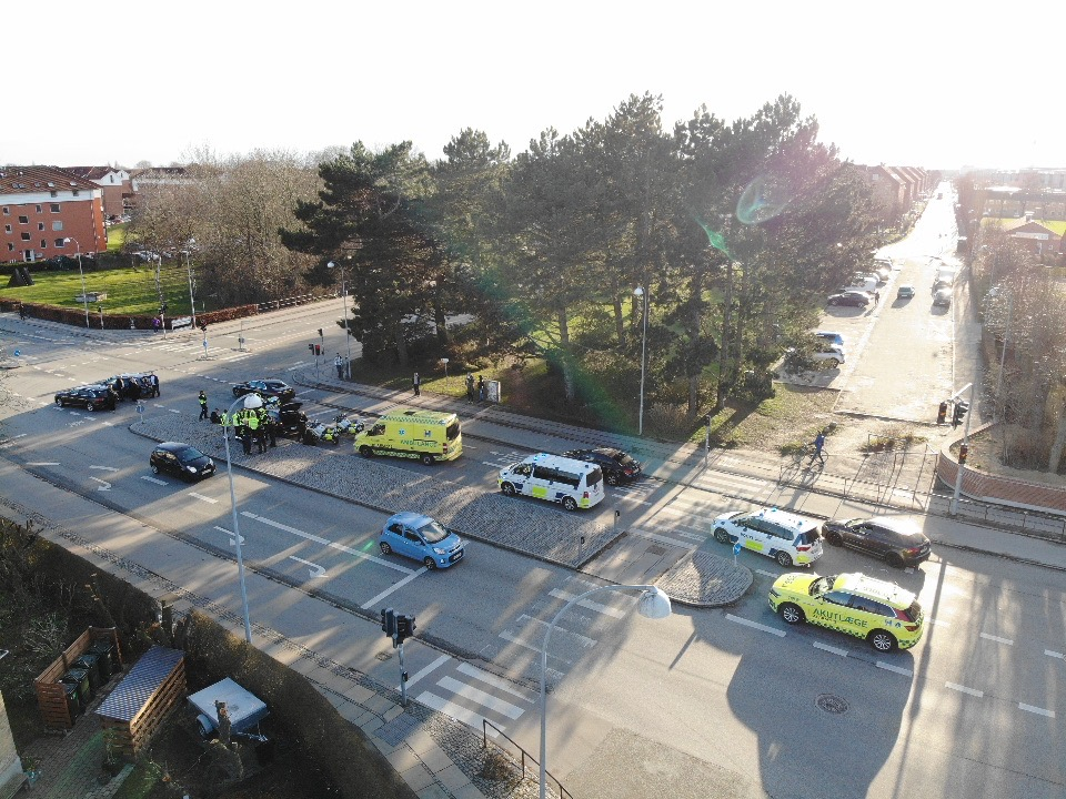 Vanvidsbilist fik konfiskeret bilen efter biljagt og uheld