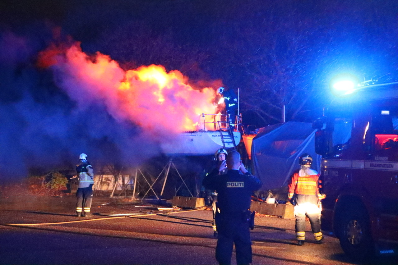Brand i båd på Kastrup havn natten til fredag