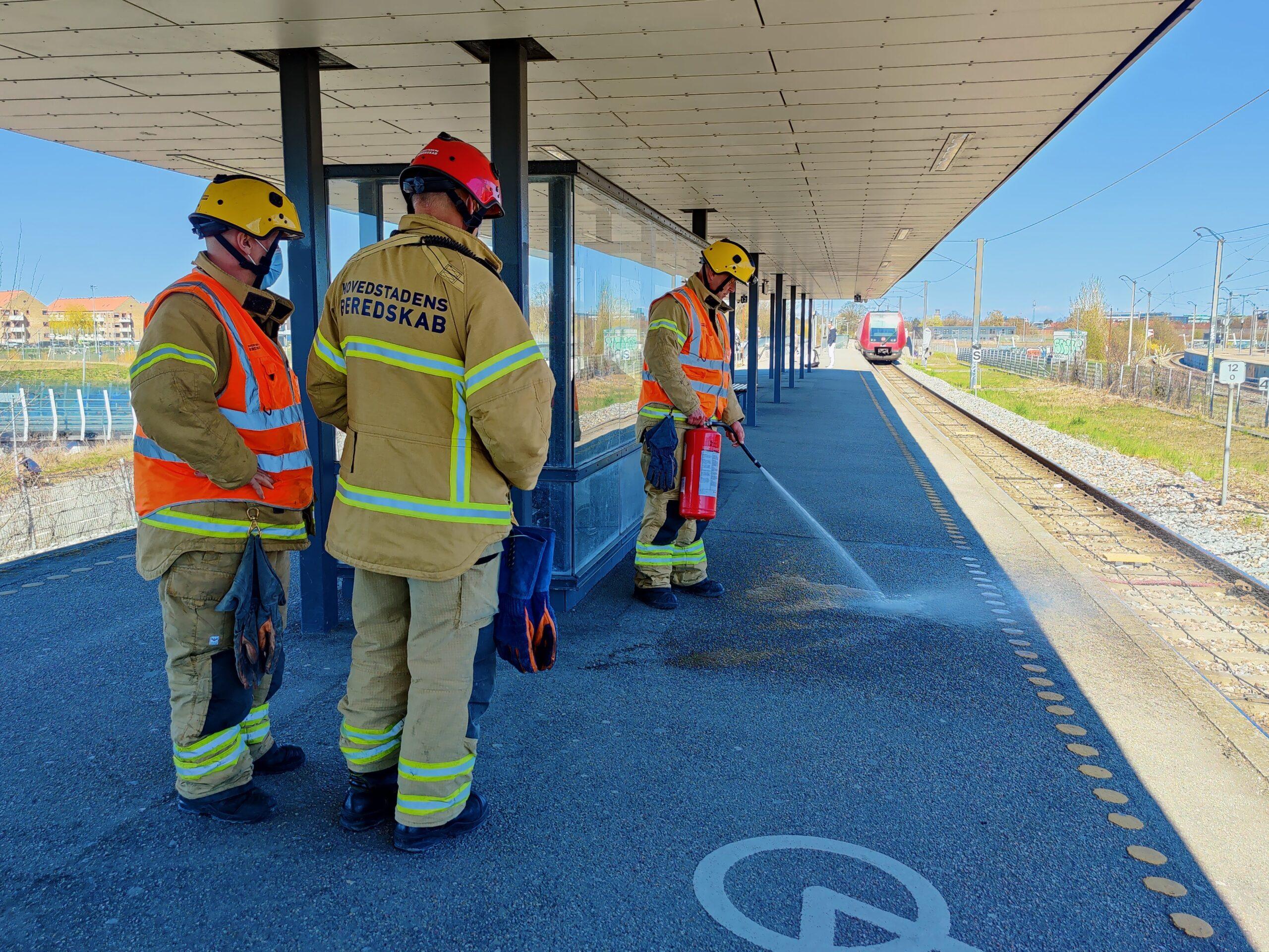 Mand ramt af cykel ved ulykke på togstation