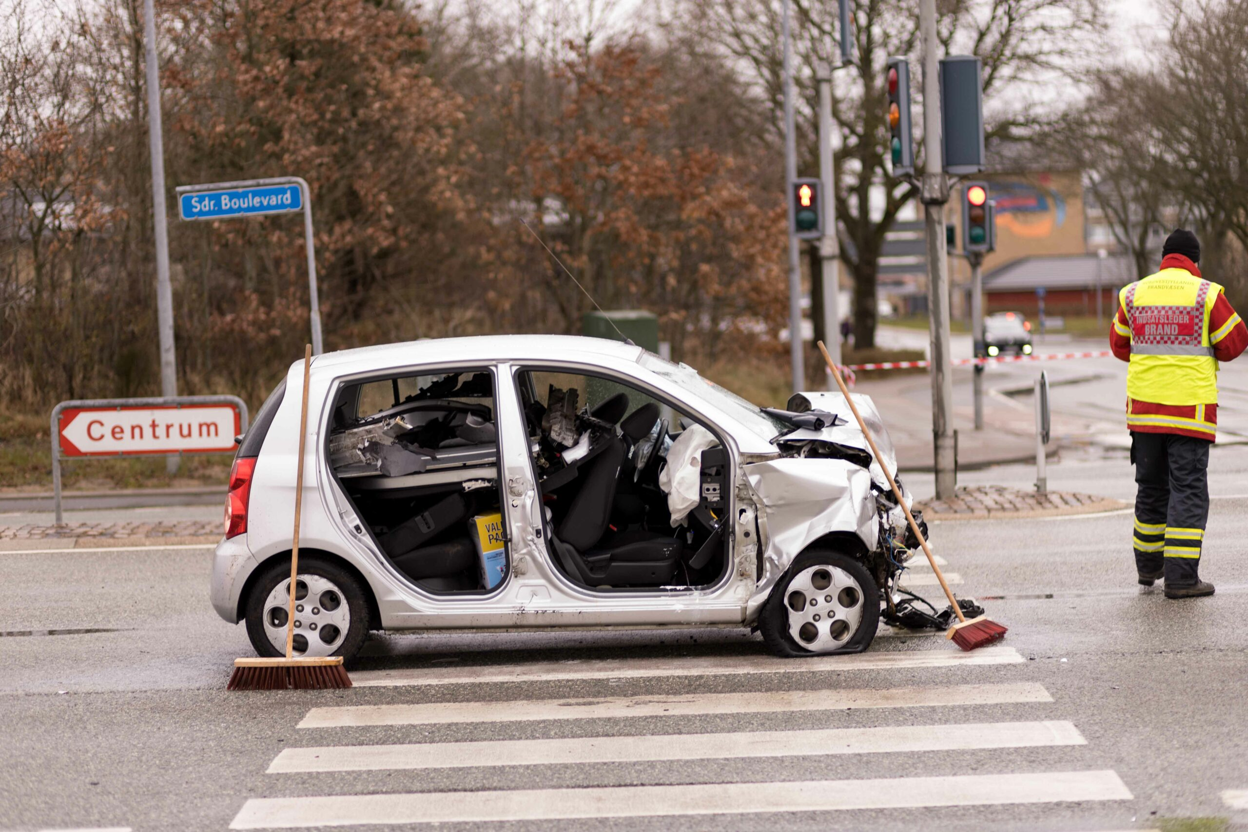 Voldsomt biluheld med fastklemte i Skive