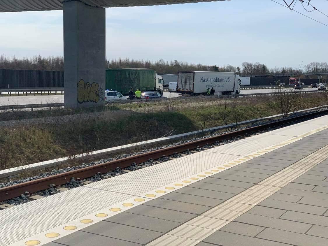 Bil påkørt på motorvej E20 Køge N