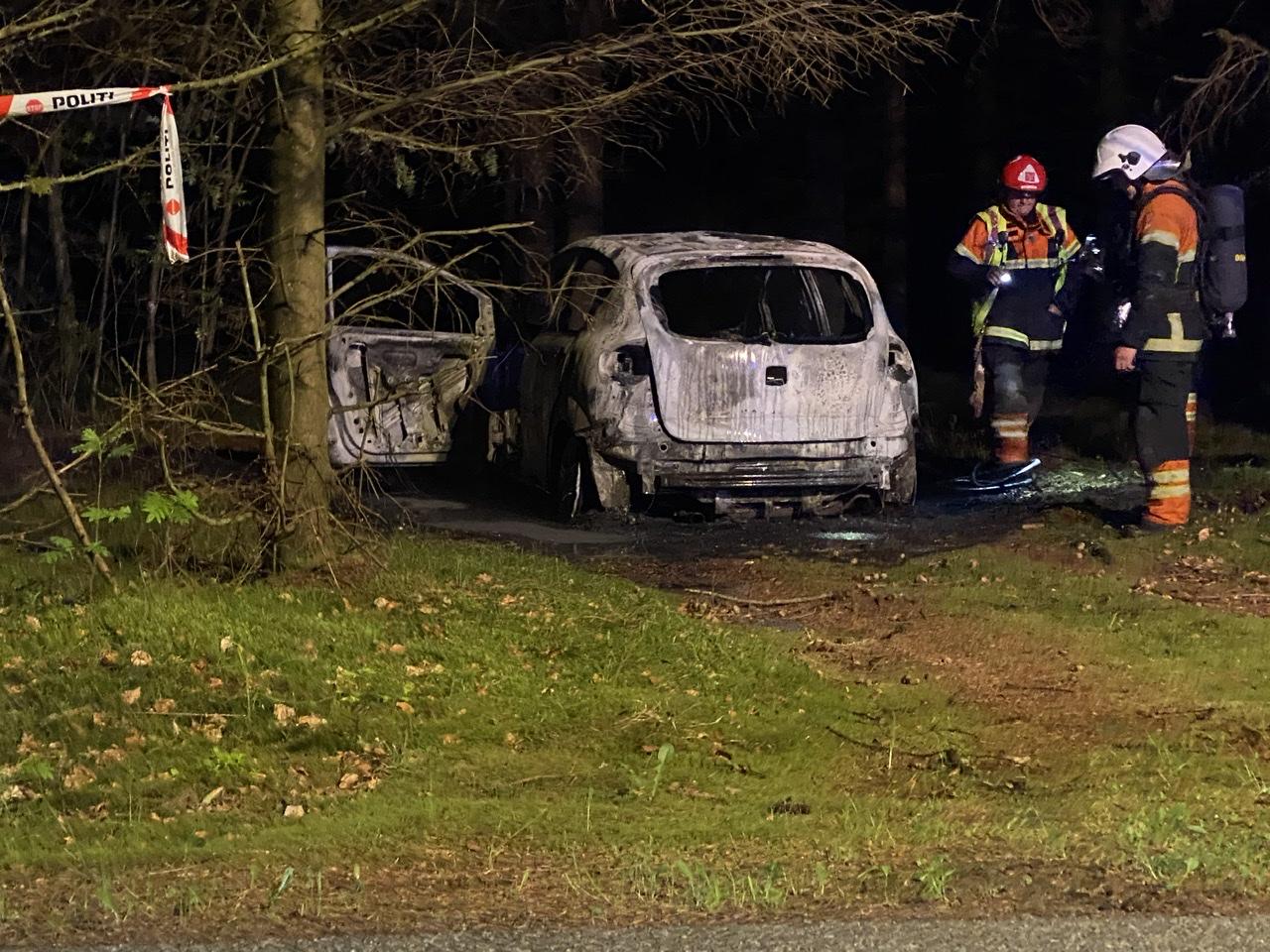 Bilbrand på skovsti i Sæby natten til fredag