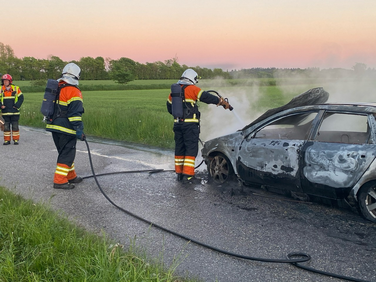 Bil brød i brand under kørsel - ild i bil i Sæby
