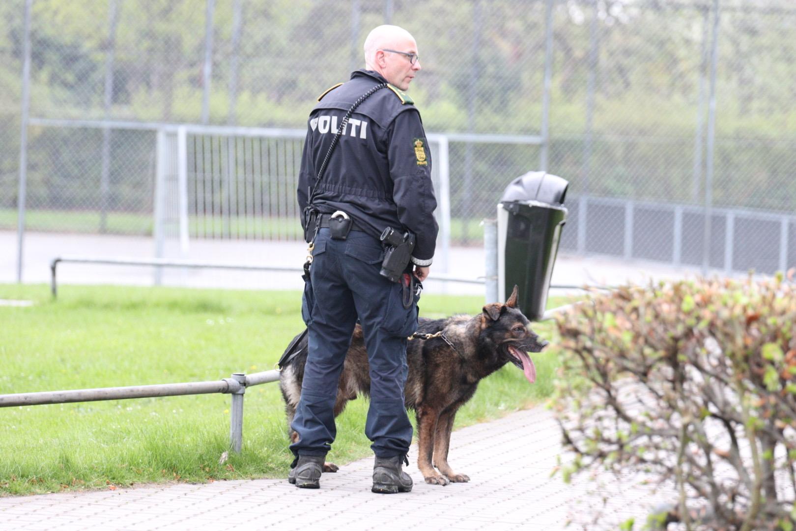 Politiaktion i Aarhus - Stor kniv beslaglagt