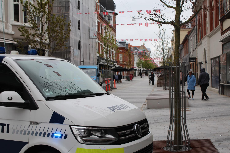 Politiaktion i Esbjerg - politiet har afspærret gaden