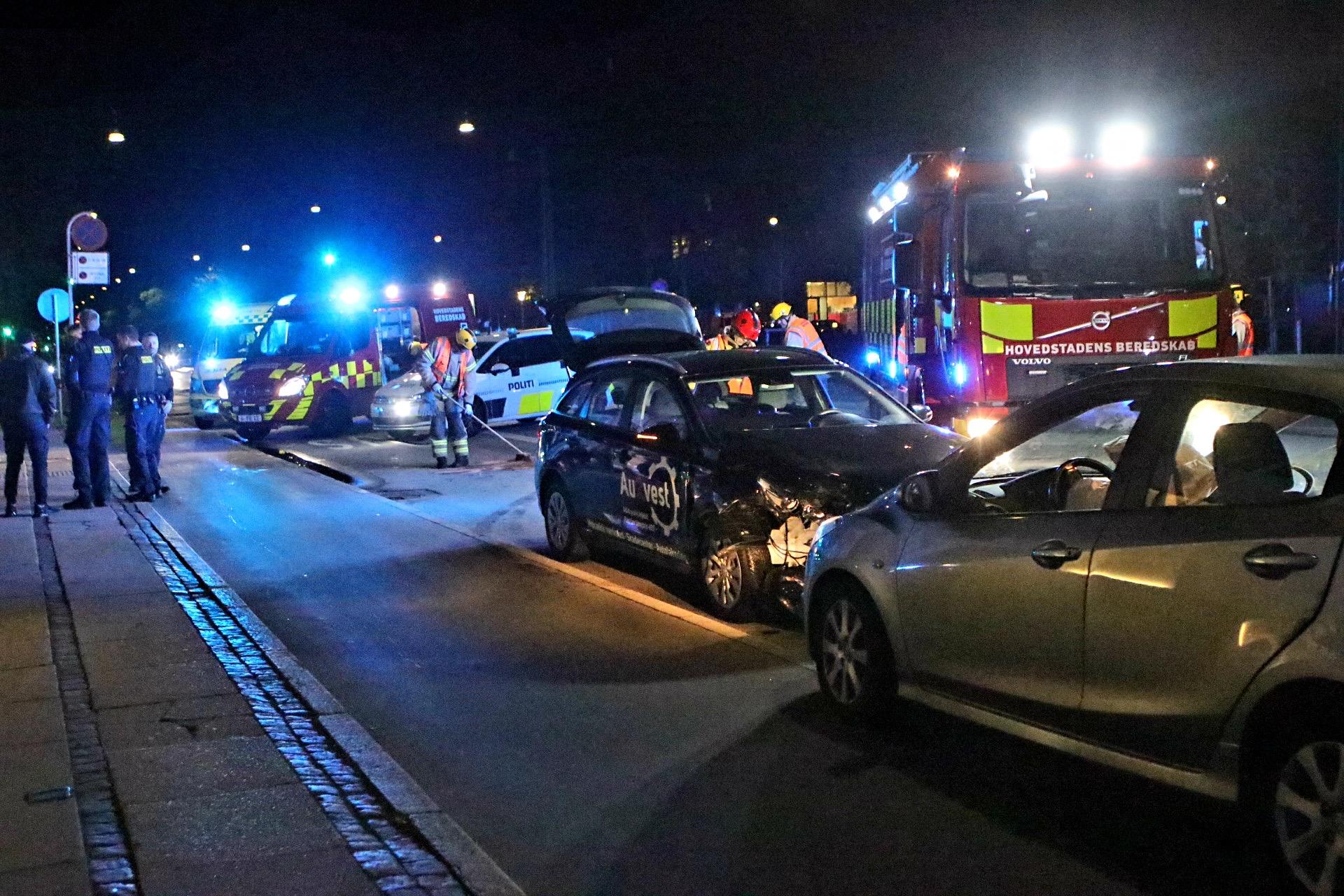 Færdselsuheld på Jagtvej i København - To biler er kørt sammen