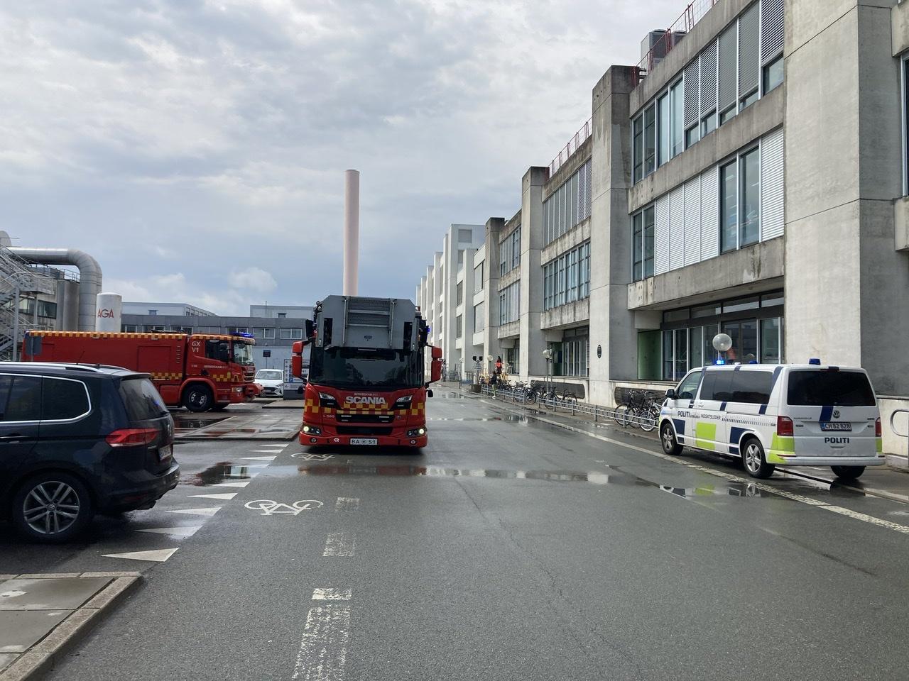 Ild i bil på Herlev hospital