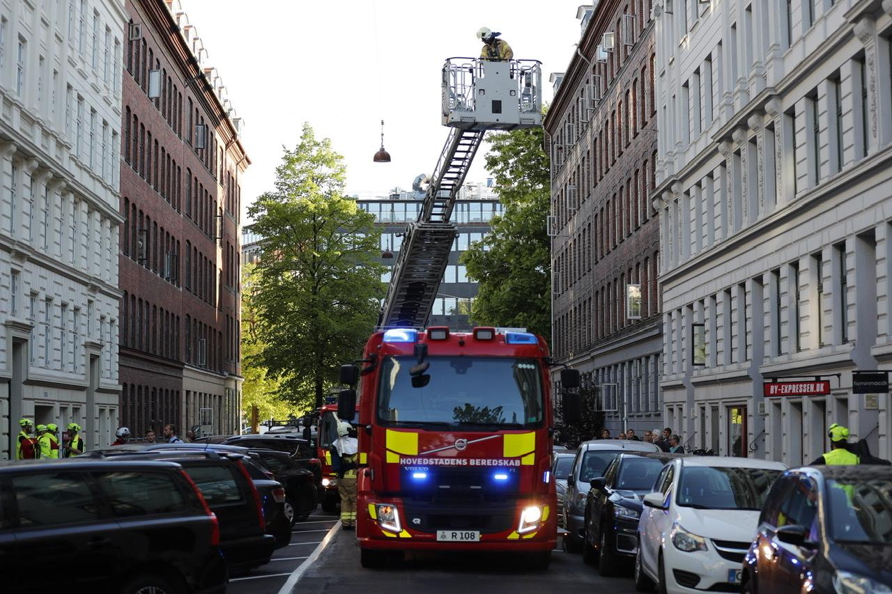 Brand i lejlighed i København - gade spærret