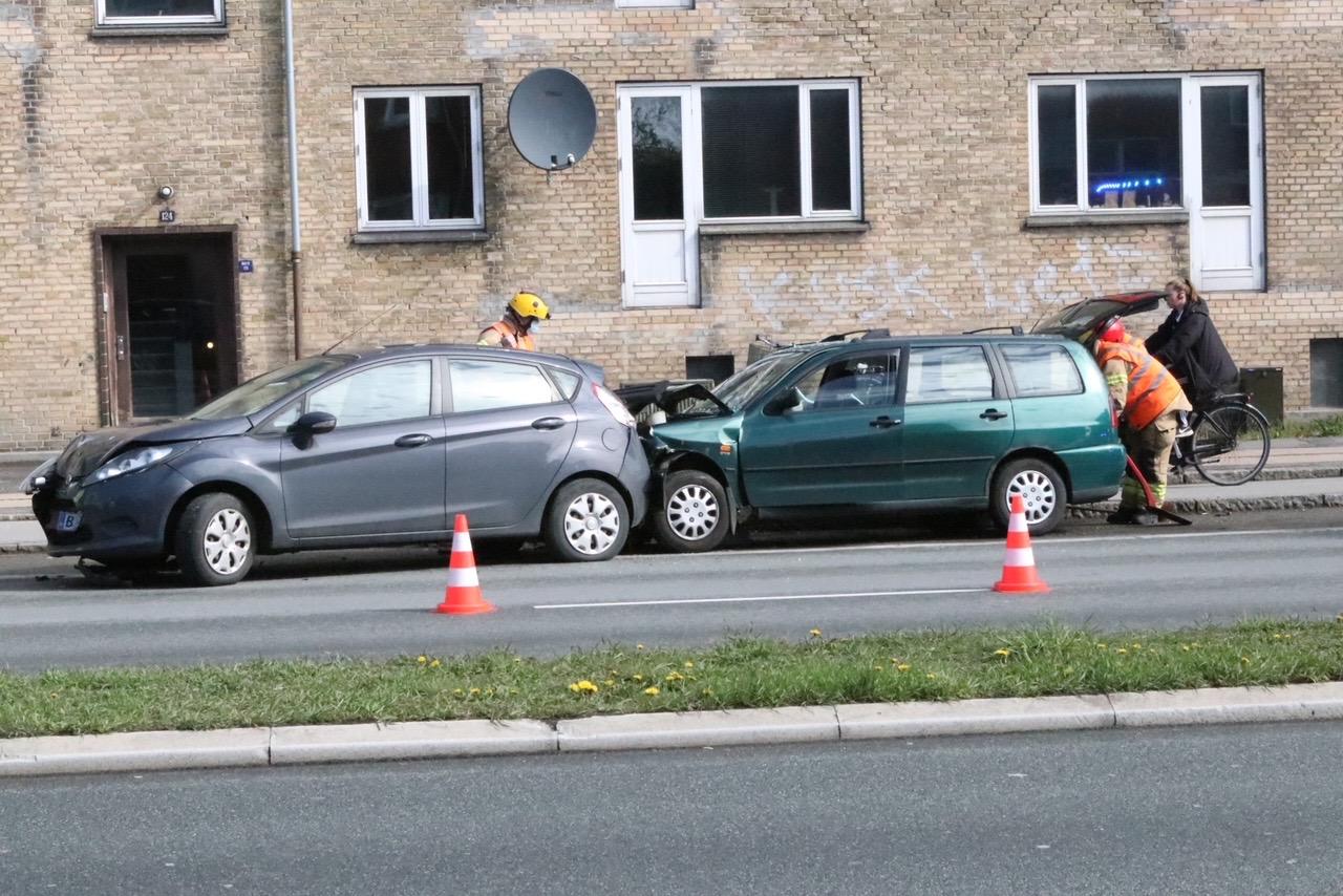 Færdselsuheld med fastklemte - Folehaven Valby