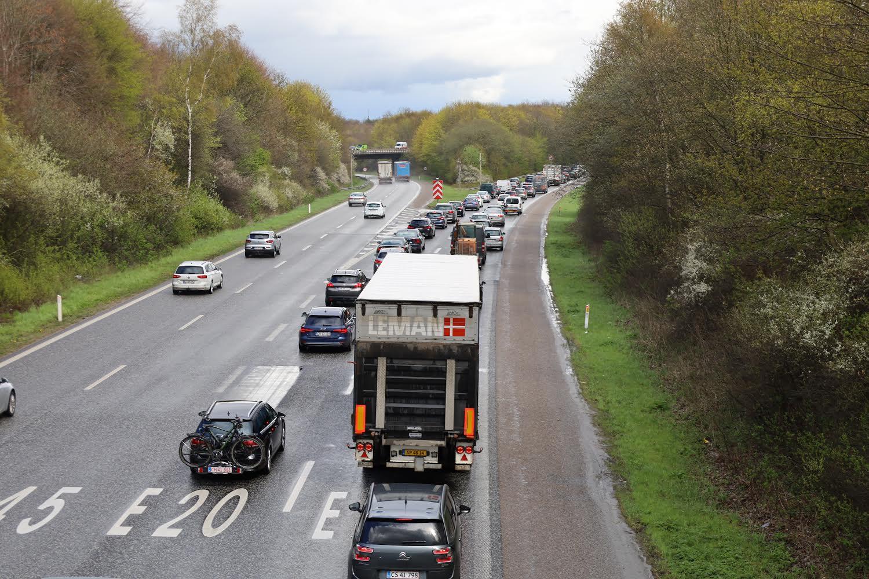 Kø på motorvej E20 mellem Bramdrupdam og Kolding Ø - Ulykke spærre vejen