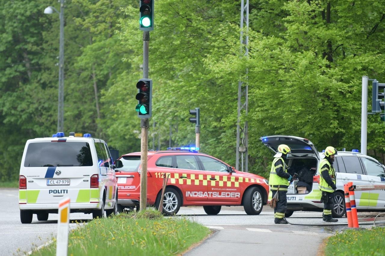 Cyklist påkørt i Allerød - vejen er spærret