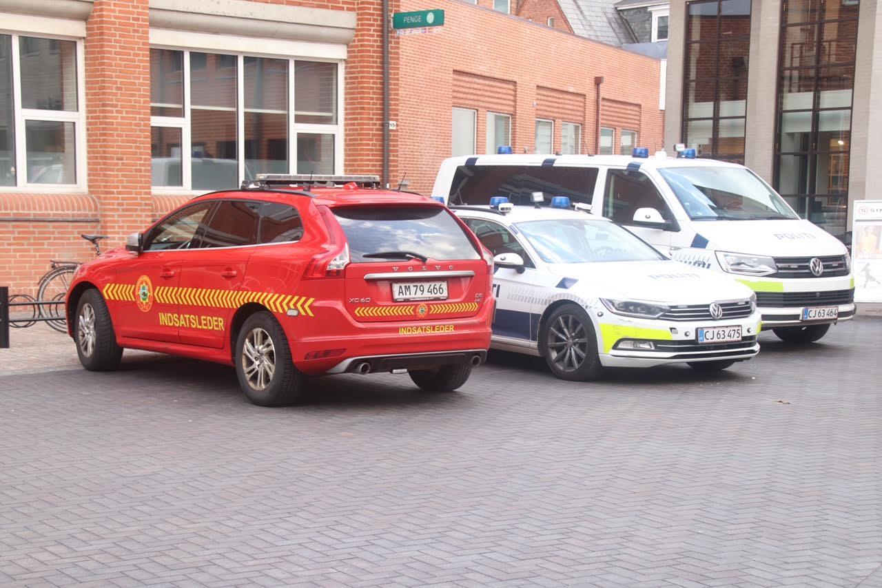 Politi til stede ved Jyskebank i Holstebro