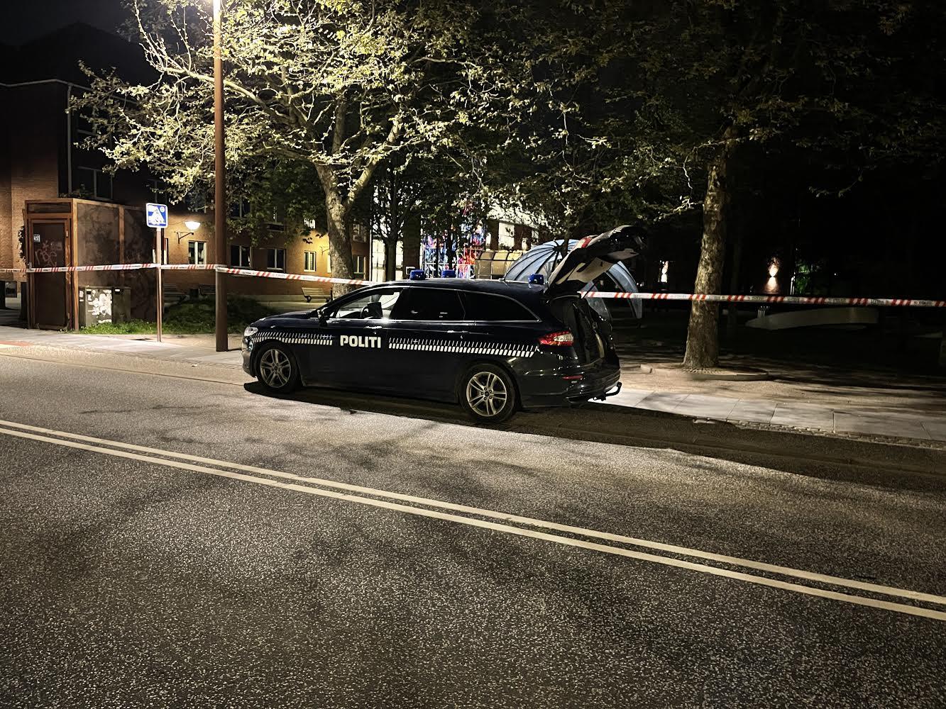Muligt knivstikkeri i Vejle - politiet er på stedet