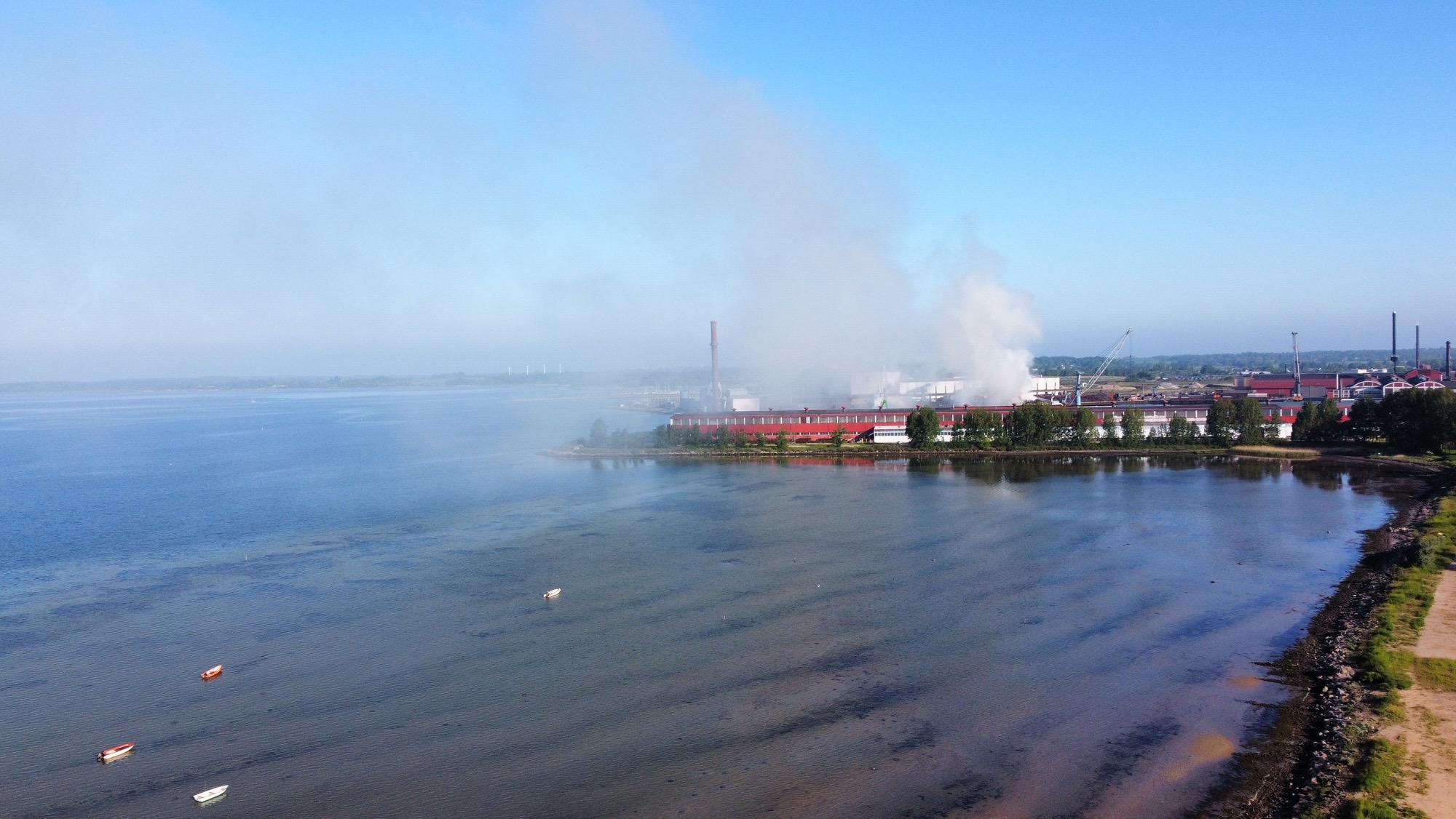 Voldsom brand på Stålværk i Frederiksværk - Politiet advarer