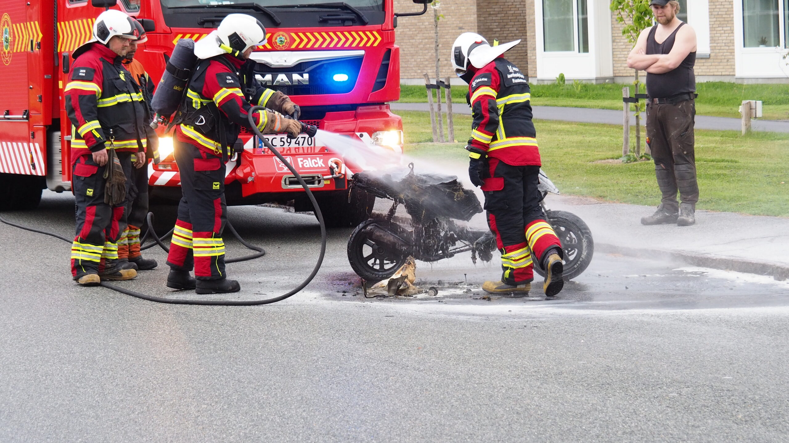 Knallertbrand i Struer - brød i brand efter styrt