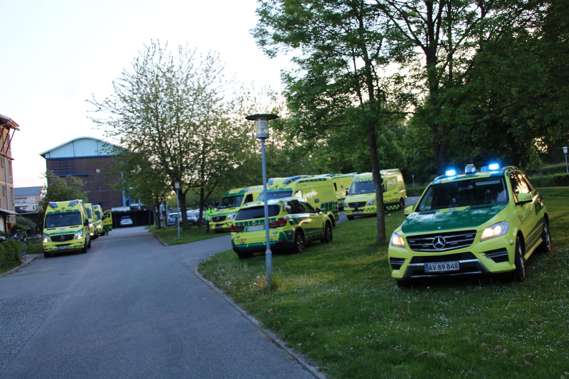 Dødsbrand i Roskilde - 11 ambulancer og læge på plads