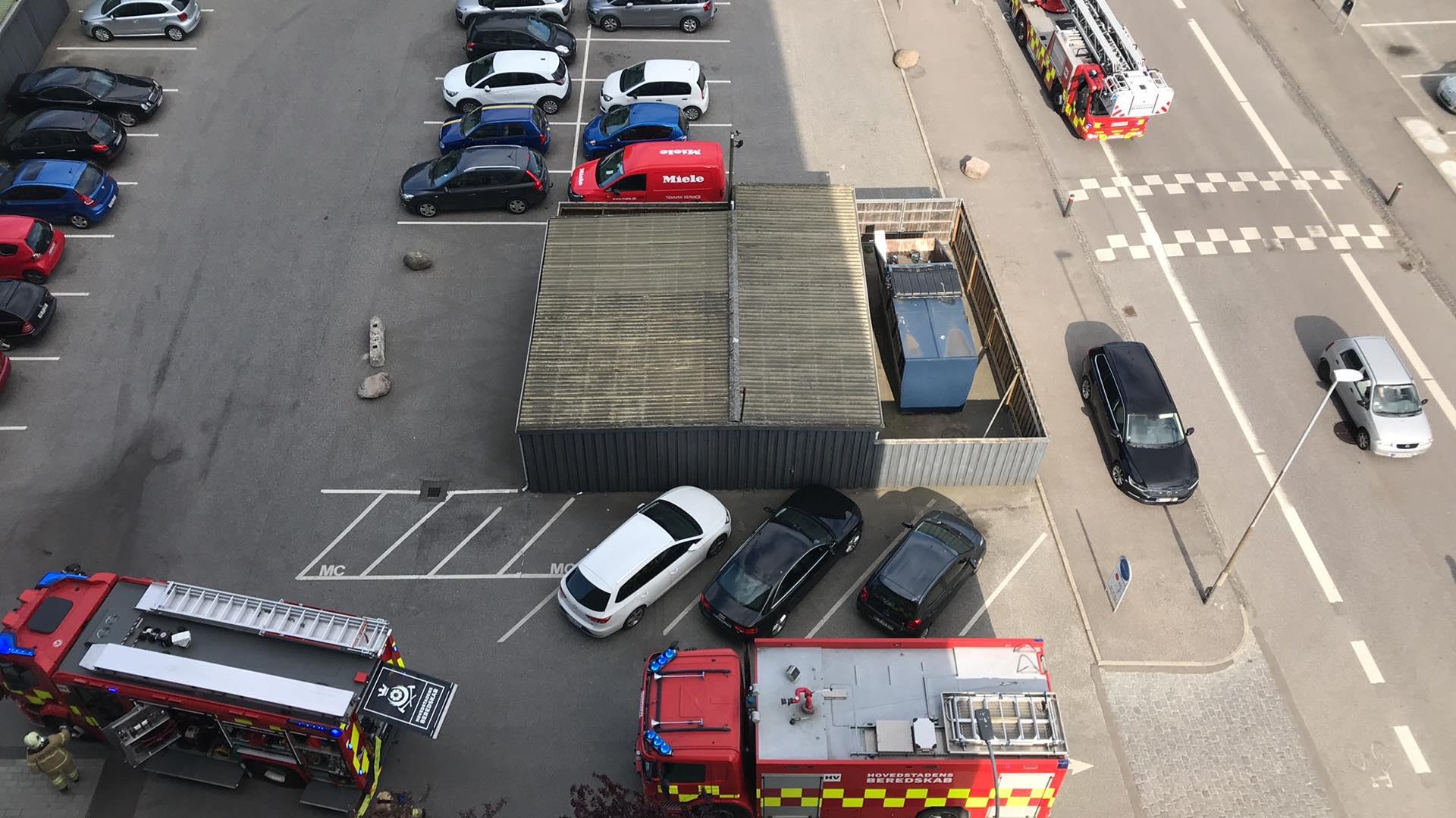 Stor udrykning i Brøndby - mulig brand på 15. etage