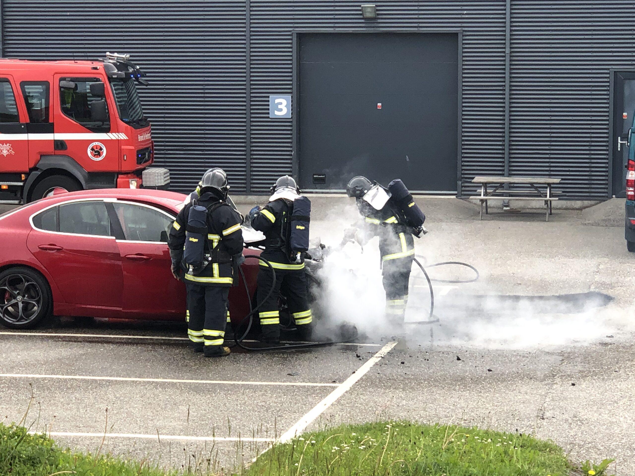 Bil brudt i brand i Rødekro