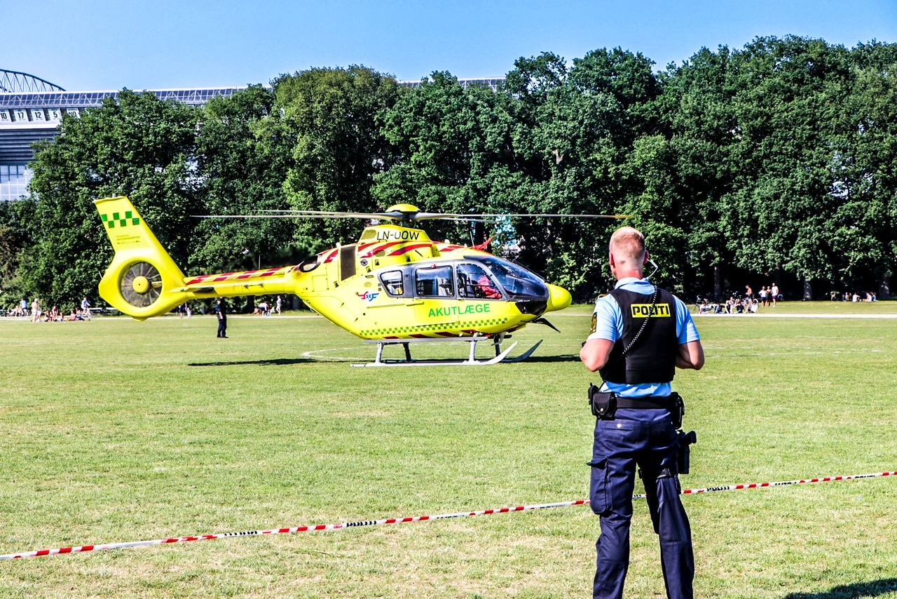 Fælledparken afspærret grundet landing af lægehelikopter