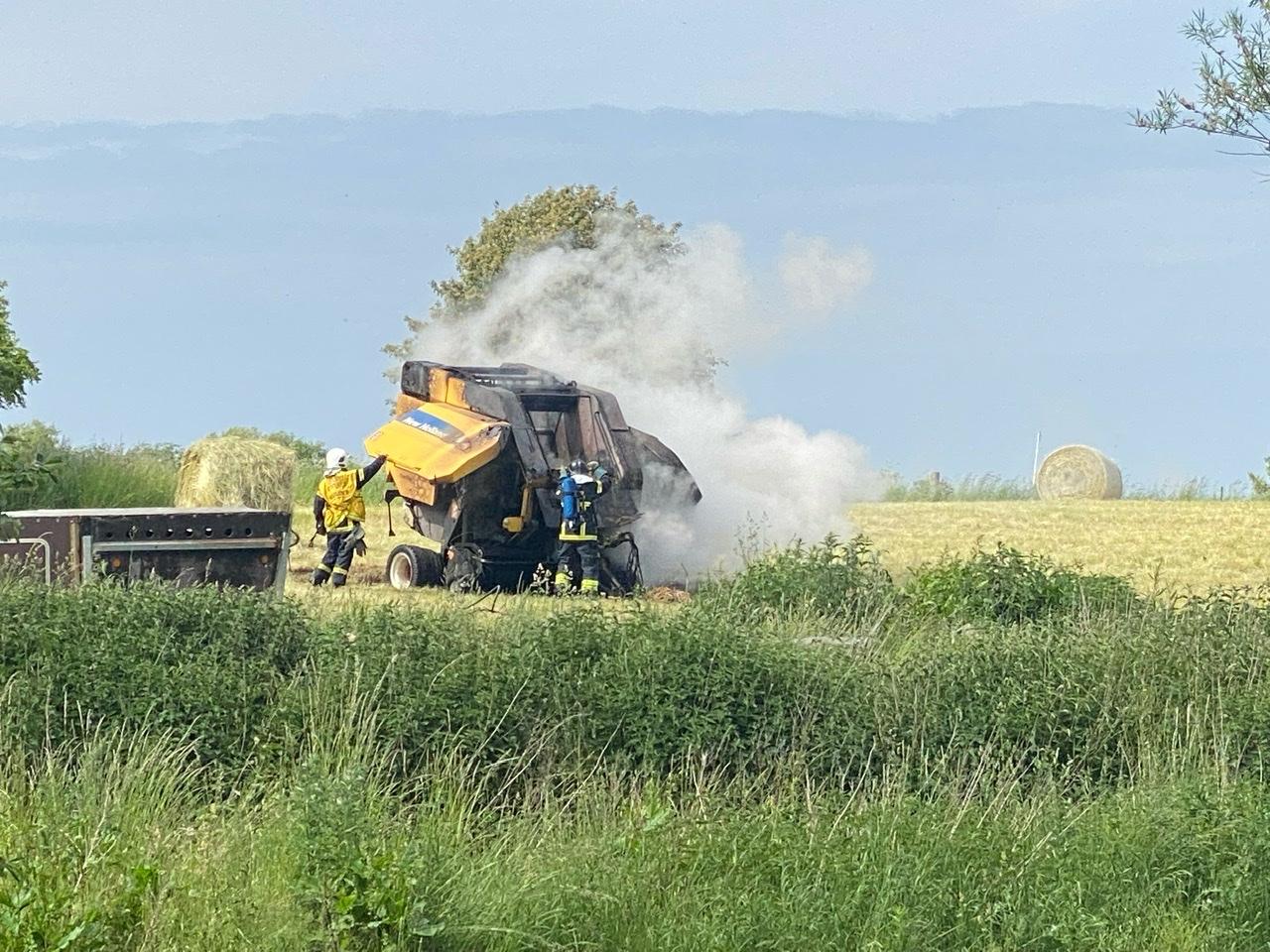 Brand i landbrugsmaskine i Vig