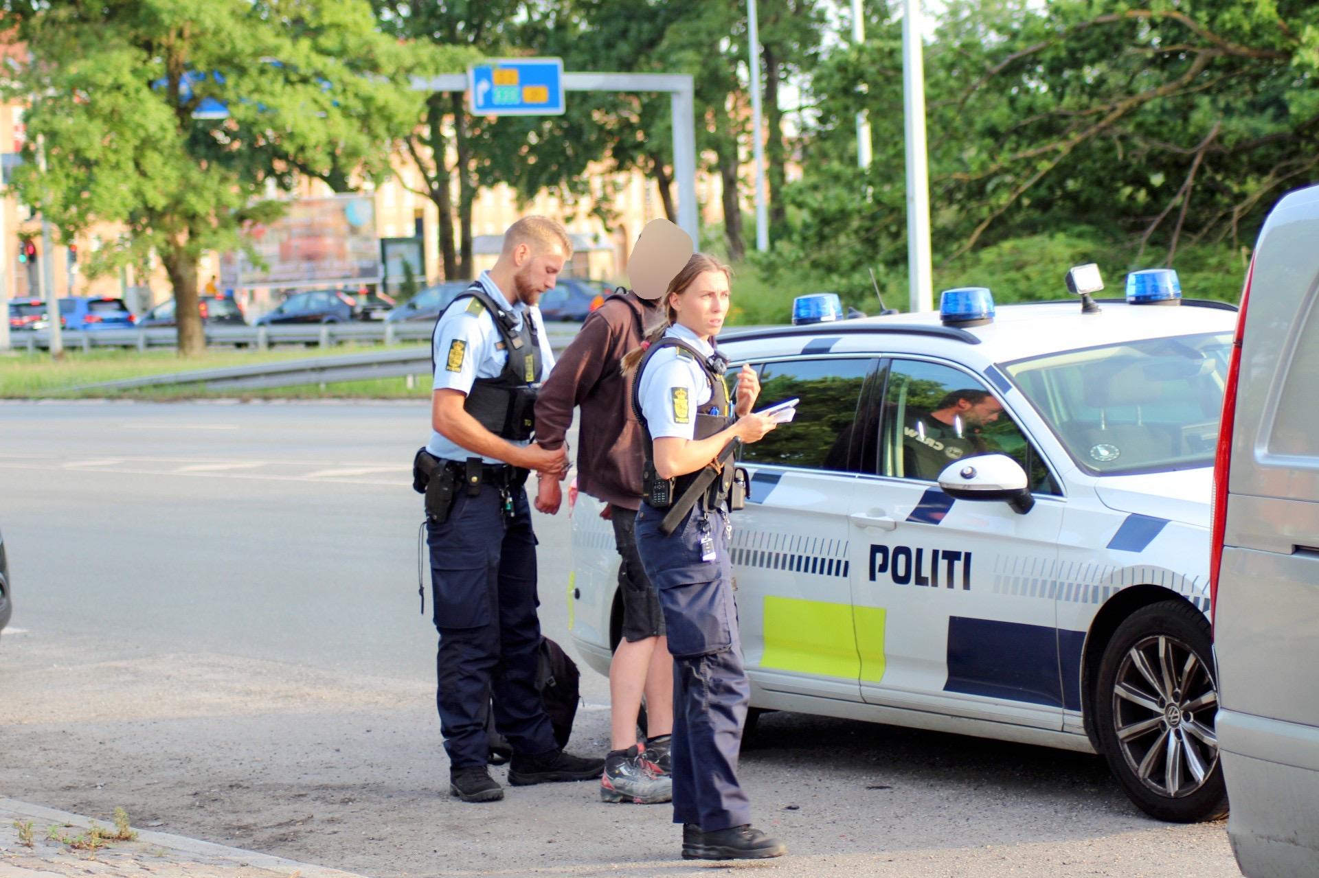 Anholdt for spirituskørsel foran politistation